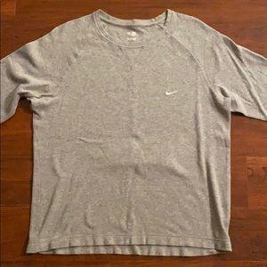 Men's Nike long sleeve lightweight pullover